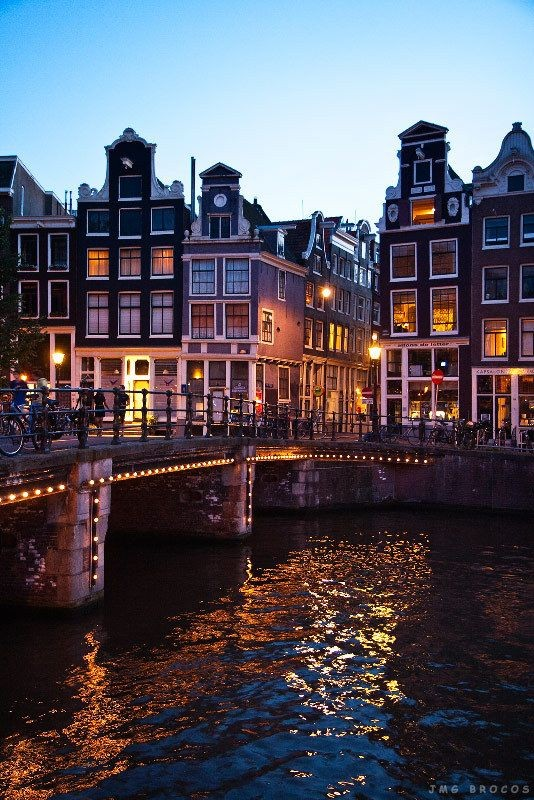 Amsterdam-The-lights-on-the-bridges